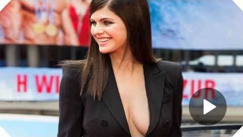 Alaxandra Daddario Is SUBLIME - Baywatch Berlin Premiere